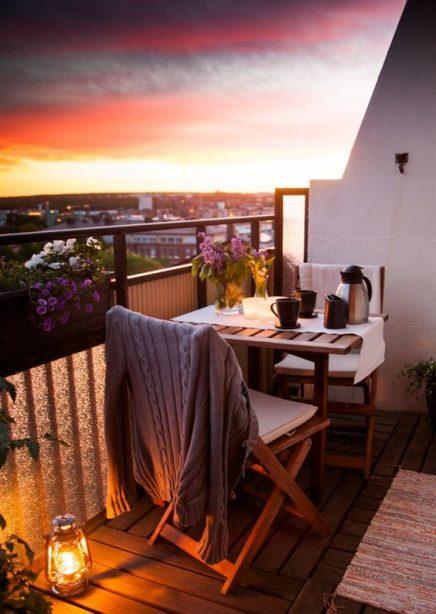15x-tische-auf-dem-balkon-10