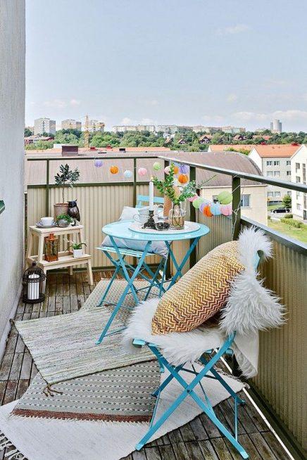 15x-tische-auf-dem-balkon-12