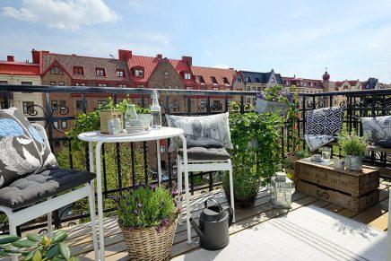 15x-tische-auf-dem-balkon-2