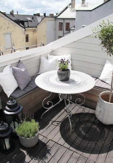 15x-tische-auf-dem-balkon-3