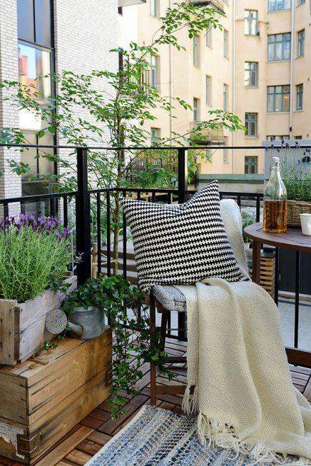 15x-tische-auf-dem-balkon-9