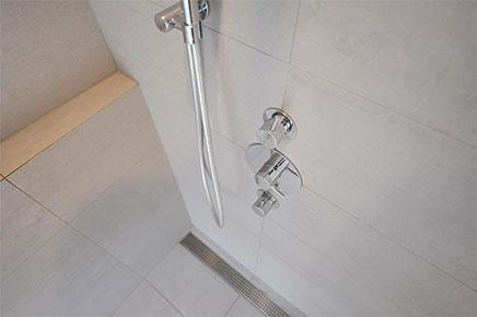 Luxus endet im Badezimmer im Obergeschoss Wohnung (5)