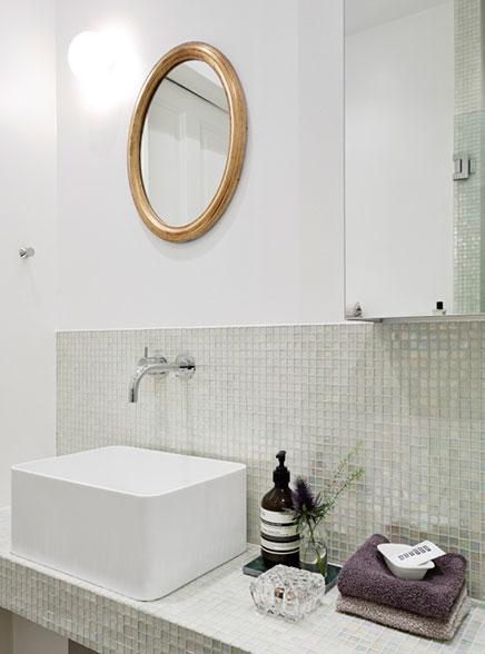 badezimmer-transparentem-glas-mosaik-fliesen (1)
