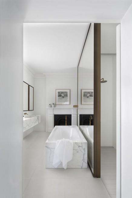 badezimmer-weisen-marmor-gold