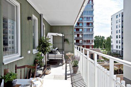 ein balkon mit himmelbett wohnideen einrichten. Black Bedroom Furniture Sets. Home Design Ideas
