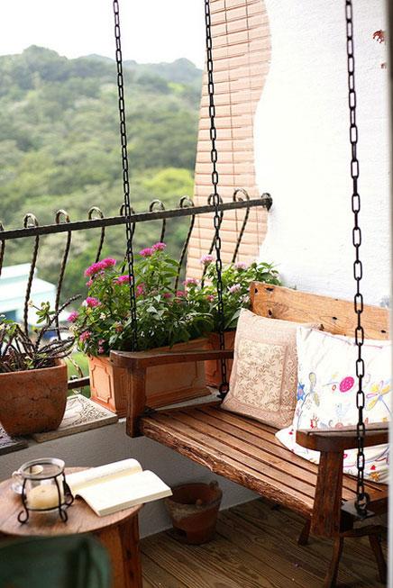 balkon mit schaukel wohnideen einrichten. Black Bedroom Furniture Sets. Home Design Ideas