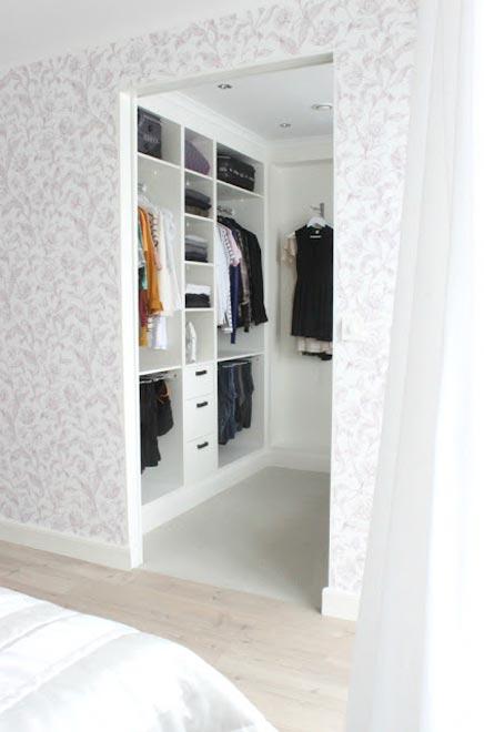 begehbaren kleiderschrank von katrina aus schweden wohnideen einrichten. Black Bedroom Furniture Sets. Home Design Ideas