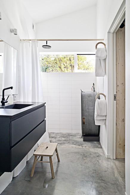 begehbarer kleiderschrank als ein durchgang zum badezimmer wohnideen einrichten. Black Bedroom Furniture Sets. Home Design Ideas