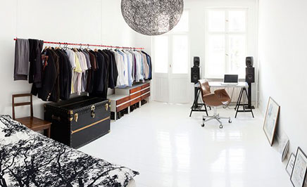 begehbarer kleiderschrank im schlafzimmer kleine wohnung berlin wohnideen einrichten. Black Bedroom Furniture Sets. Home Design Ideas