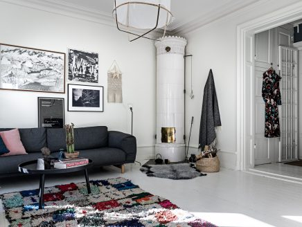 Das Wohnzimmer Einer Schönen Wohnung Mit Drei Schlafzimmern In Der  Beliebten Södermalm. Vor Einiger Zeit Konnte Man Einen Blick Auf Die Schöne  Wohnküche Der ...