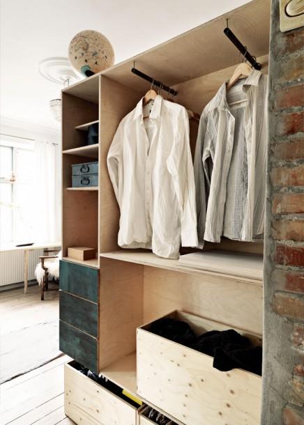 Creative Schlafzimmer mit recyceltem Holz