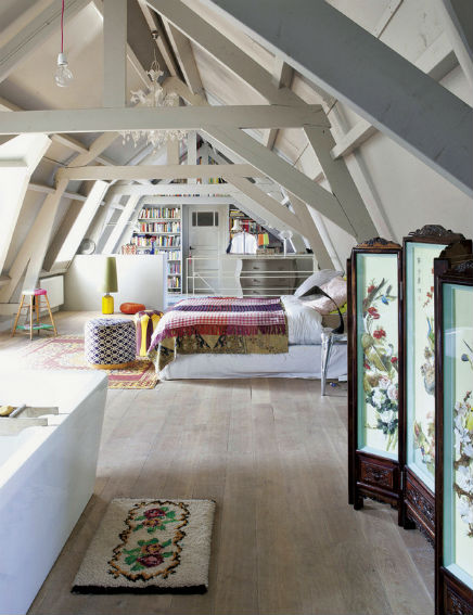 Dachgeschoss Schlafzimmer Ehemaligen Garage (2)