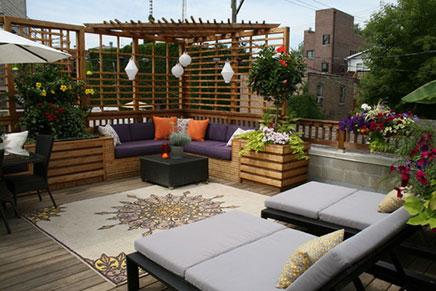 Dachterrasse mit zwei Sitzgelegenheiten