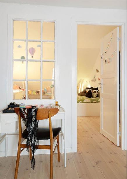 Einfache fröhlichen Kinderzimmer