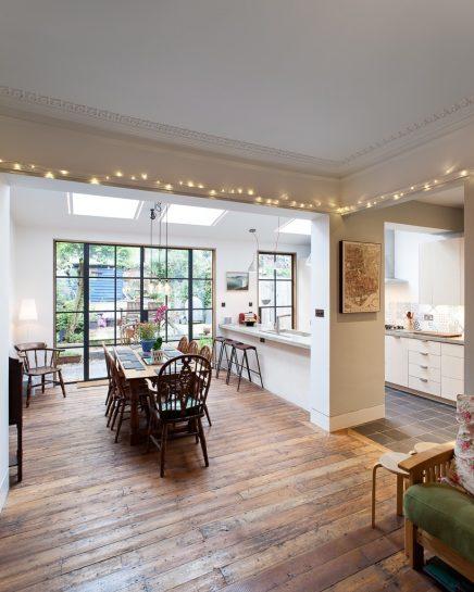 Esstisch in einem Wohnzimmer mit Küche | Wohnideen einrichten