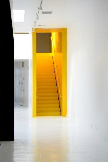 Farbe Kontraste von Licht und Dunkelheit im Inneren  Wohnideen einrichten
