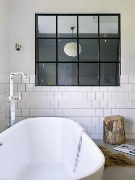 fliesestriche-und-halb-verputzte-wande-im-badezimmer (1)