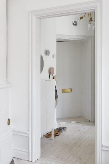 frische-schicke-schlafzimmer-mit-gold-details (6)