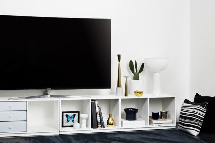 gebogene tv an der wand wohnideen einrichten. Black Bedroom Furniture Sets. Home Design Ideas