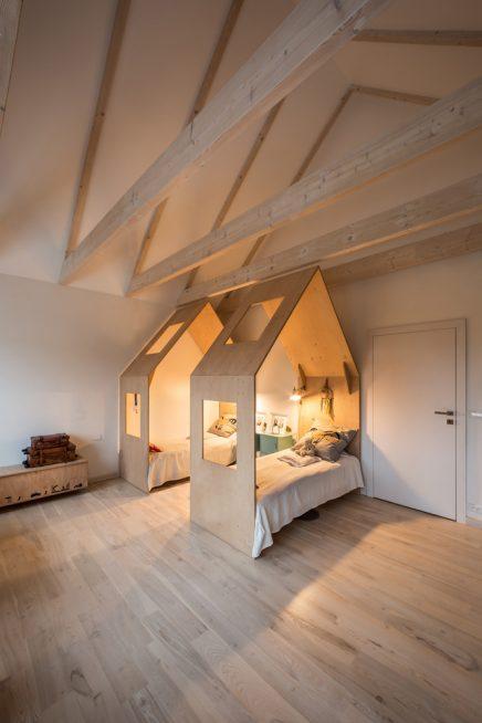 Gemeinsame Kinderzimmer mit zwei Betten Hütte | Wohnideen ...