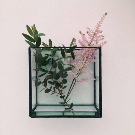 glasschaukasten-an-der-wand-4