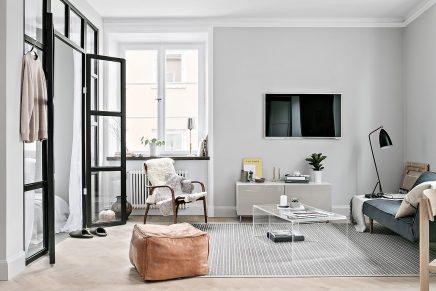 Glaswand Und Stahlrahmen Zwischen Schlafzimmer Und Wohnzimmer In