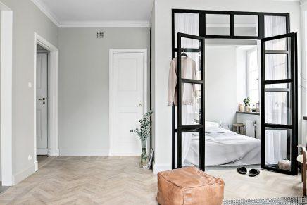 Glaswand Und Stahlrahmen Zwischen Schlafzimmer Und