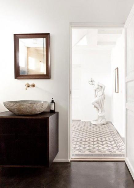 goldene wand in einem norwegischen badezimmer wohnideen einrichten. Black Bedroom Furniture Sets. Home Design Ideas