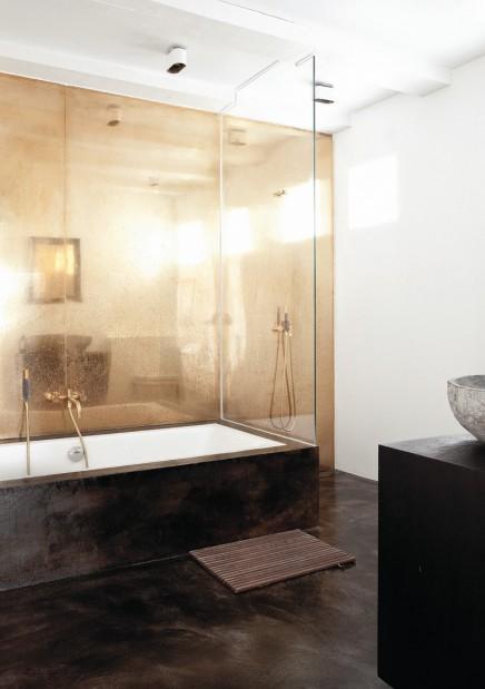 goldene-wand-norwegischen-badezimmer