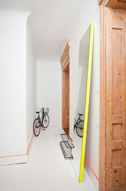 Große Spiegel auf dem Boden Wohnideen einrichten