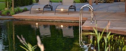 Großer Garten mit Swimmingpool
