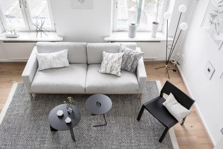 groses-wohnzimmer-mit-offener-kuche-treppe (11)