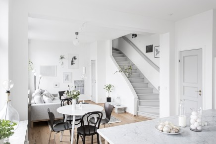 Groses Wohnzimmer Mit Offener Kuche Treppe