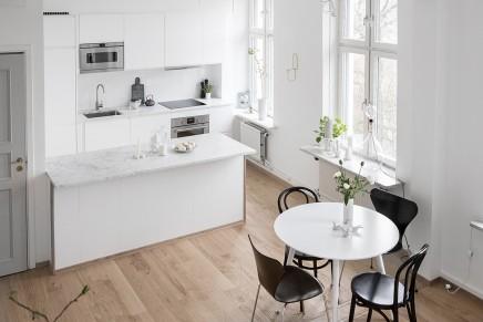 Großes Wohnzimmer mit offener Küche und Treppe | Wohnideen einrichten