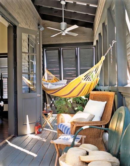 h ngematte auf dem balkon wohnideen einrichten. Black Bedroom Furniture Sets. Home Design Ideas