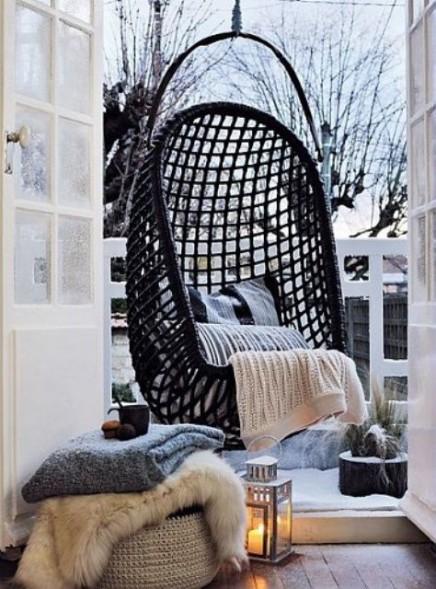 """La déco nordique: fauteuil """"Swing"""", coussins, pouf, plaid et couvertures"""