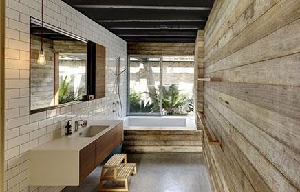 Harte Badezimmer von industrielle Villa