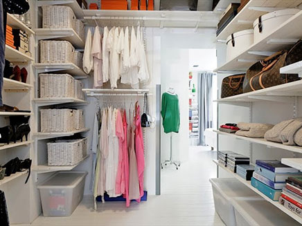 hausgemachtem begehbarer kleiderschrank aus schweden wohnideen einrichten. Black Bedroom Furniture Sets. Home Design Ideas
