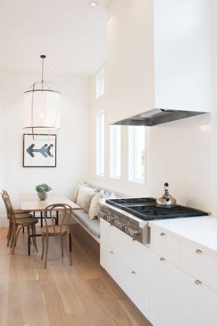 Helle Küche mit gemütlicher Essecke Wohnideen einrichten