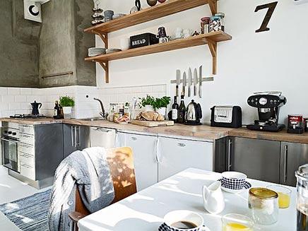 Helle Küche schwedischen Wohnung