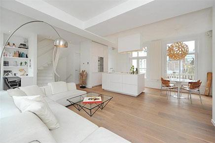 helles-wohnzimmer-kompakte-offene-kuche
