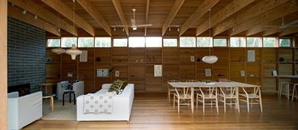 Holz einrichtung von Pirates Bay House