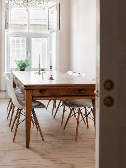 in-diesem-schonen-wohnzimmer-wande-sind-bemalt-rosa-4