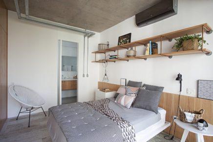 Industrielles Schlafzimmer mit begehbarem Kleiderschrank und ...