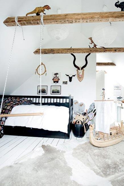 Kinderzimmer mit Holzbalken