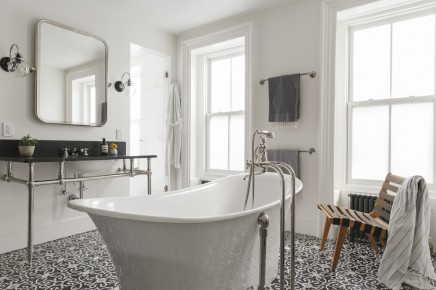 Klassisches Badezimmer Schonen Gemusterten Fliesen (2)