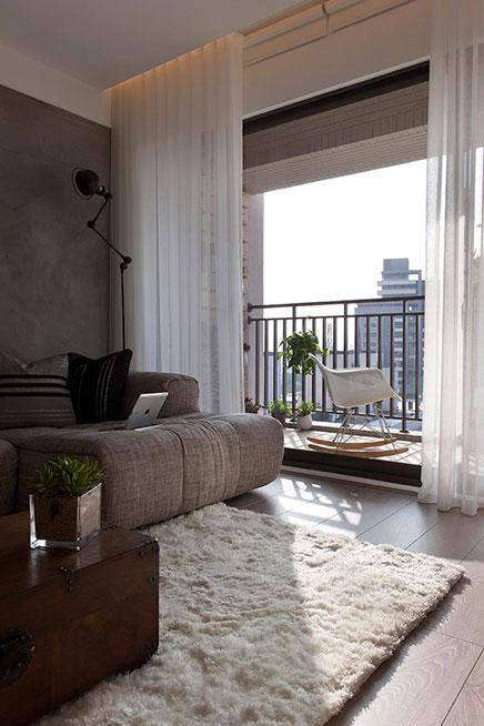 kleine balkon vor dem wohnzimmer wohnideen einrichten. Black Bedroom Furniture Sets. Home Design Ideas