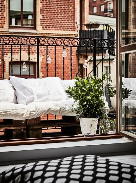 kleine-gemutliche-balkon-holzpaletten (2)