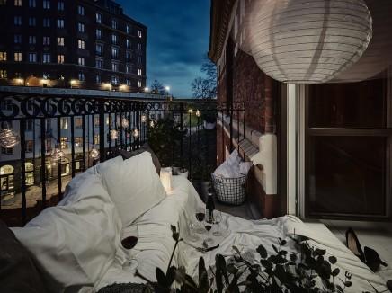 kleine-gemutliche-balkon-holzpaletten (5)