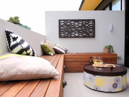 kleiner balkon als erweiterung kleinen wohnzimmer wohnideen einrichten. Black Bedroom Furniture Sets. Home Design Ideas